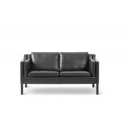 Canapé 2 places 2212, cuir noir 98, chêne teinté noir