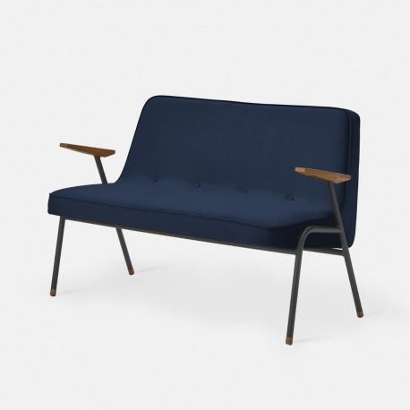 sofa 366 métal, pieds noir mat, tissu velours indigo