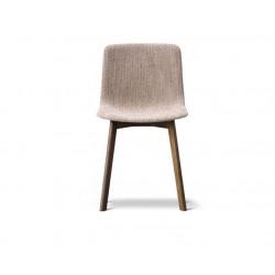 Chaise Pato pieds bois entièrement tapissée