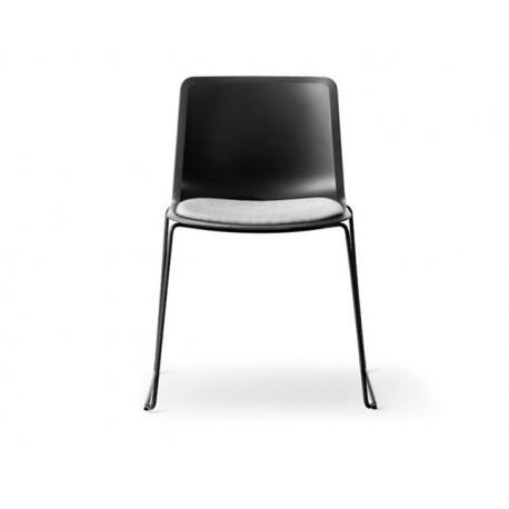 Chaise Pato pieds luge assise tapissée