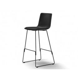 Chaise de bar Pato pieds luge assise tapissée FREDERICIA