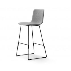 Chaise de bar Pato pieds luge entièrement tapissée FREDERICIA