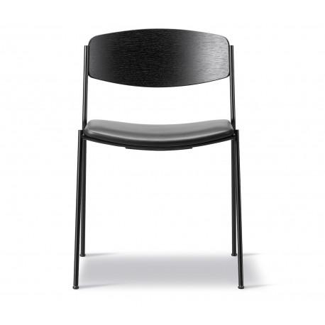Chaise Lynderup frêne teinté noir, assise cuir